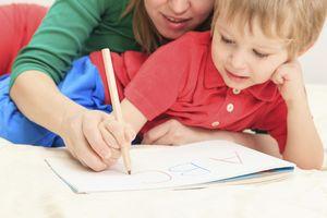 Razvoj otrok v 2 letih: fino motorno znanje