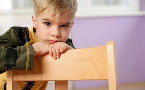 Zakaj se je otrok začel zalepiti?